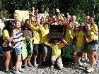Die siegreiche Klasse der HS Schruns-Dorf mit DDr. Dorith Breindl (Lebensministerium) und Stefan Bertzacher (Coca-Cola Hellenic)