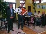 Ernst Hagen und Kurt Fischer überzeugten beim Geburtstagsfest des Seniorenclubs mit musikalischem Talent.