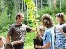 Förster und Waldpädagogen weihen bei der Waldschule Bodensee in die Geheimnisse des Waldes ein