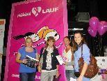 Frauen genossen die Shopping & Relax Messe