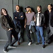 Freche Jungs: Die Foo Fighters haben ihren Spaß mit den Veranstaltern ihrer neuen Tour.