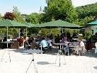 In den Sommermonaten bietet der Dorfplatz ein tolles Flair.