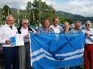 """Lochau hisst den """"Blauen Anker"""" mit den Auditoren Josef Mazzel, Peter Schmid und IWGB-Präsident Luzius Studer, Hafenmeister Franz Leißing, Bürgermeister Xaver Sinz sowie einigen Mitgliedern des Projektteams."""