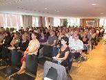 Rund 150 Erziehungsberechtigte waren zum Elternabend des BG Feldkirch mit Gert Burger gekommen.