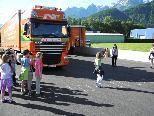 """Verkehrserziehungsaktion """"Toter Winkel"""" in der Volksschule Nüziders"""