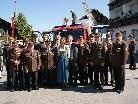 Vertreter des Feuerwehrverbands und der Politik gratulierten zur Fahrzeugübergabe.