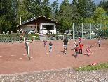 Die Kindern schnuppern Tennisluft