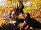 Heidi Sutterlüty mit ihrem Hund.