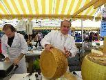 Herzhafte Käselaiber aus Italien
