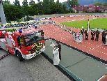 Pater Regens Domenikus Matt  segnet das neue Einsatzfahrzeug