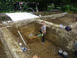 Archäologen bei der Ausgrabung in der Gräberstätte
