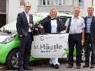 Die Geschäftsführer der Fa. Häusle Erdenwerk überreichten dem Krankenpflegeverein das Elektroauto