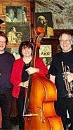 """Die """"Vienna Jazz Serenaders"""" spielen am Donaukanal auf."""