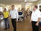 Heinz Werner Blum mit Ernst Schmid (re.)und Berno Witwer (li.) im Brockenhaus Sulz.