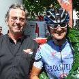 Sponsor Horst Mathis gratuliert Sabine Kratt zum 4. Sieg in Folge.