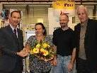 Antje Walch und Markus Weber von aqua mühle frastanz erhielten von Rene Strigl (Post AG) und Bürgermeister Mag. Wilfried Berchtold den symbolischen Schlüssel für die neue Postdienststelle.