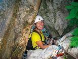 """Birgit entschied sich für die Route """"durch das Loch"""" und hatte viel Spaß entlang des Wasserfalls"""