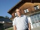 Bürgermeister Armin Berchtold vor dem Feuerwehrhaus in Schwarzenberg