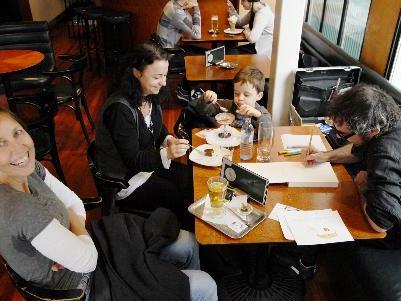 Das Kaffeehaus- ein Ort der Kommunikation und des Austausches- für Kuturschaffende unabdingbar.