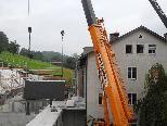 Das erste von 60  Pflegezimmern des Alten-Wohn- und Pflegeheims Antoniushaus NEU in Holz-Modulbauweise wird eingebaut