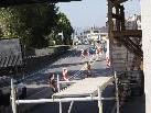 Die Eisenbahnbrücke über die Lustenauerstraße wird saniert.