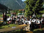 Die Harmoniemusik Stallehr - Bings - Radin spielte in Bings beim Feuerwehrhaus einen Frühschoppen