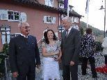 Die neue Pächterin Manuela Brugger freute sich über prominente Gäste zur Neueröffnung. (v.l.) Eibe Besitzer Siegfried Winsauer, Manuela Brugger  & Bürgermeister Wilfried Berchtold