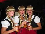 """Durften natürlich nicht fehlen: Die drei Schwestern vom """"Drei-Schwestern-Clubbing"""" in der Brauerei"""