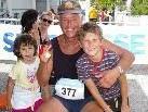 Ein Laufevent für alle-stolz gratulieren Mia und Jan ihrem Ehne Walter Reutz zur Teilnahme am Rundlauf