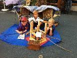 Groß und Klein strömten zum Kübilifäscht und bewiesen sehr viel Kreativität in Sachen Sitzmöbel.
