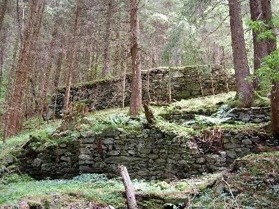 Mit septimo eine Wanderung zur Lawinenmauer von Vicari erleben.