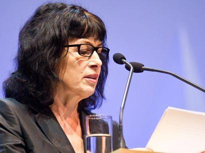 Schriftstellerin Monika Helfer hielt die Laudatio für Elmar Stüttler.
