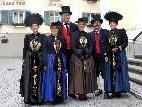 Trachtenträgerinnen und -träger werden sich am 25. September 2011 zum Erntedankgottesdienst in der Pfarrkirche Schruns einfinden.
