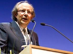 VN Herausgeber Eugen A. Russ sprach seinen Respekt aus.