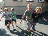 Zahlreiche Kinder genossen einen Nachmittag lang Spiel und Spaß mit dem Spielbus.