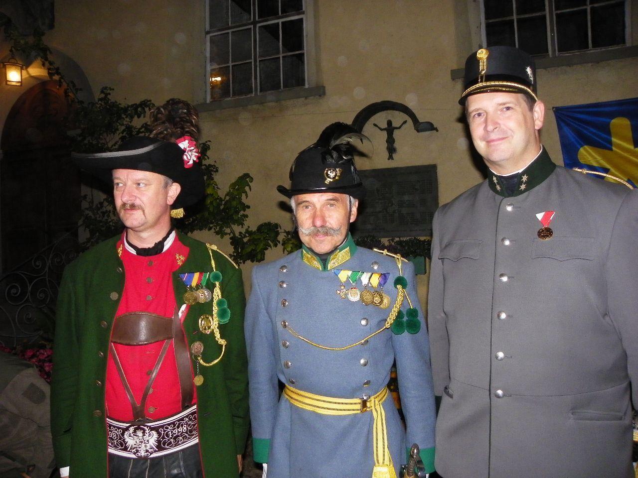 Eisele Sigfried, Werner Beer und  Michael Lautenschlager in historischen Traditionsuniformen