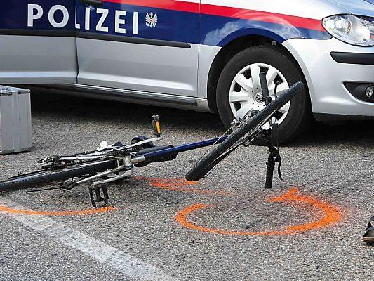 Die gestürzte Radlerin wurde ins LKH Hohenems eingeliefert.