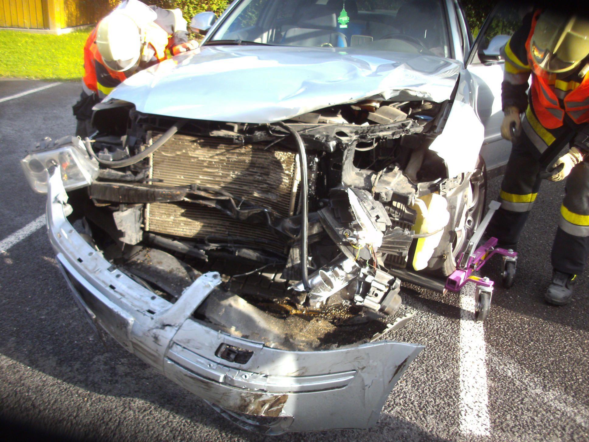Crash mit drei Verletzten.