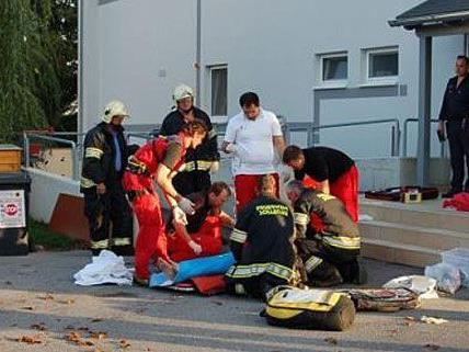 Das Brand-Opfer aus Sollenau wurde erstversorgt und dann ins Spital geflogen