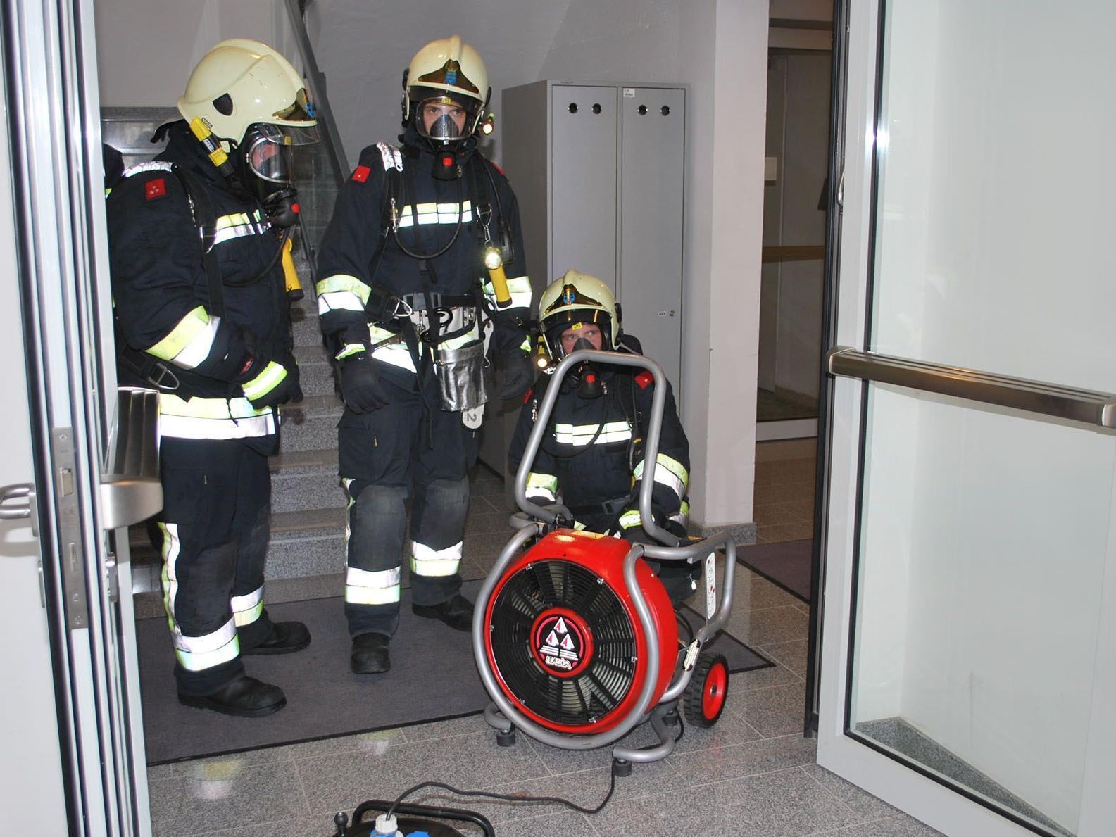 Die Feuerwehr bei ihrem Einsatz in Maria Enzersdorf/Südstadt