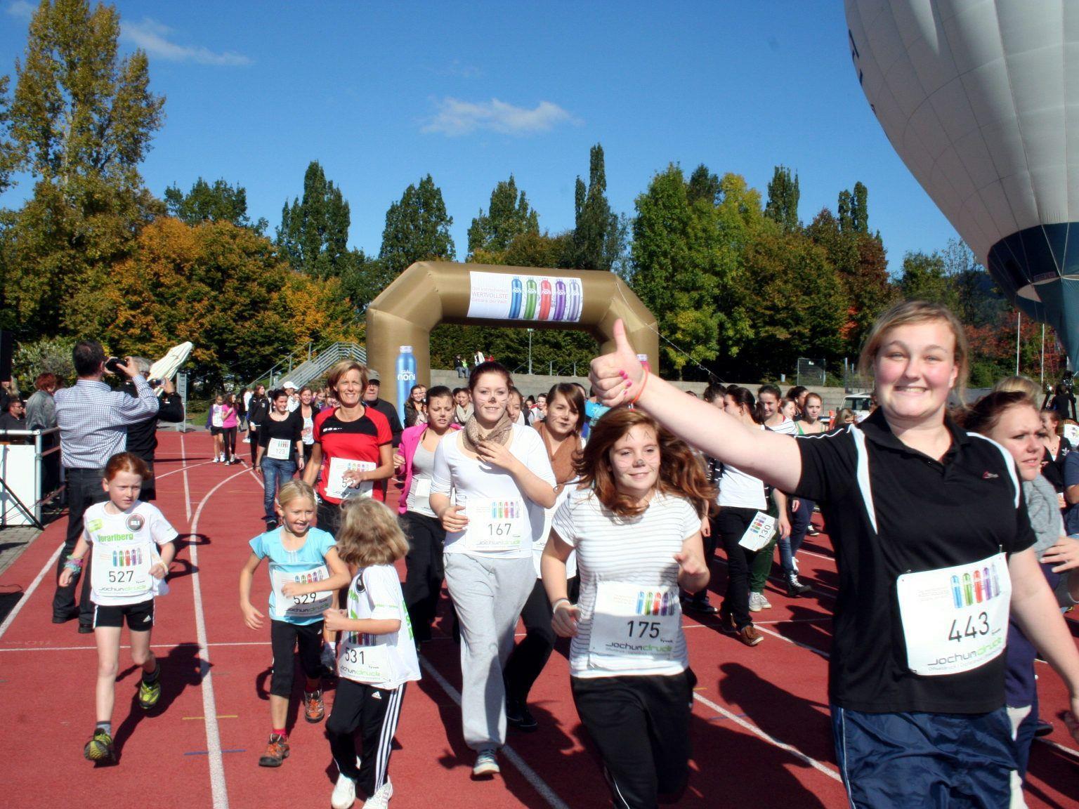 Rund 700 Schülerinnen und Schüler liefen beim Stundenlauf für einen guten Zweck.