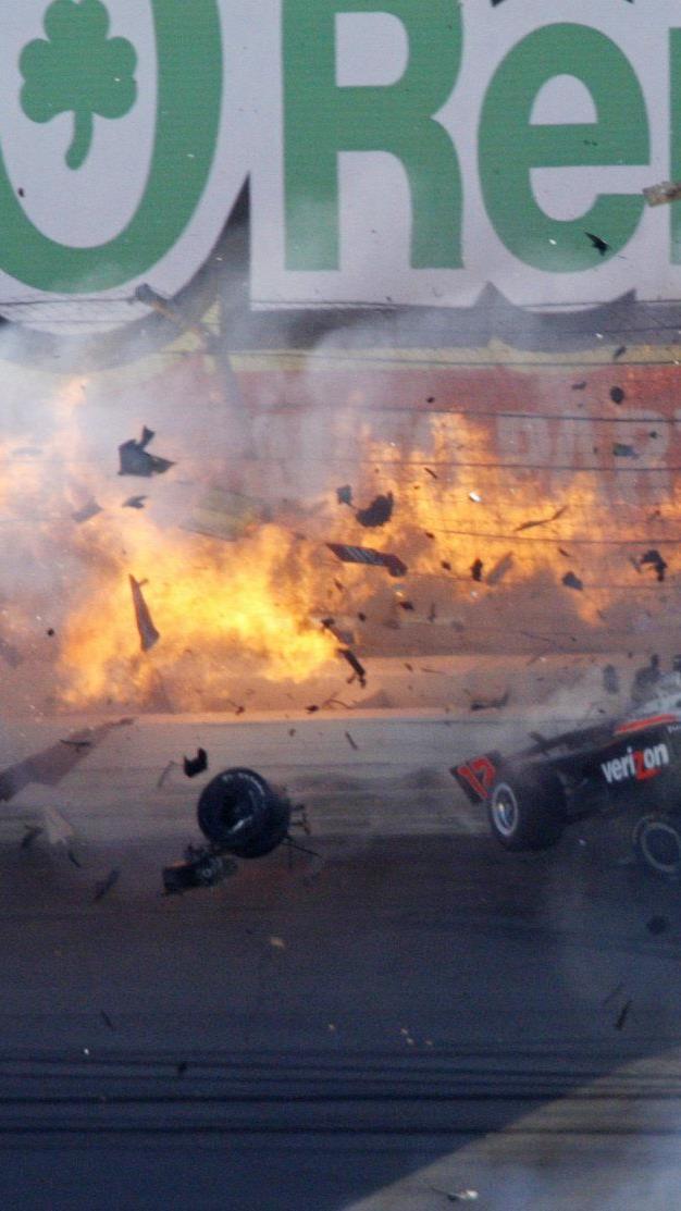 15 Fahrer warne an dem Crash beteiligt. Dan Wheldon verlor sein Leben.