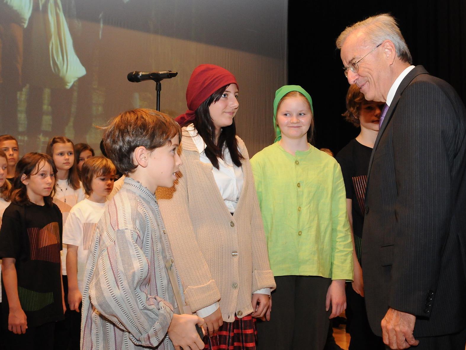 MMS Götzis wurde für das Musical Schwabenkinder von Landeshauptmann Sausgruber ausgezeichnet.