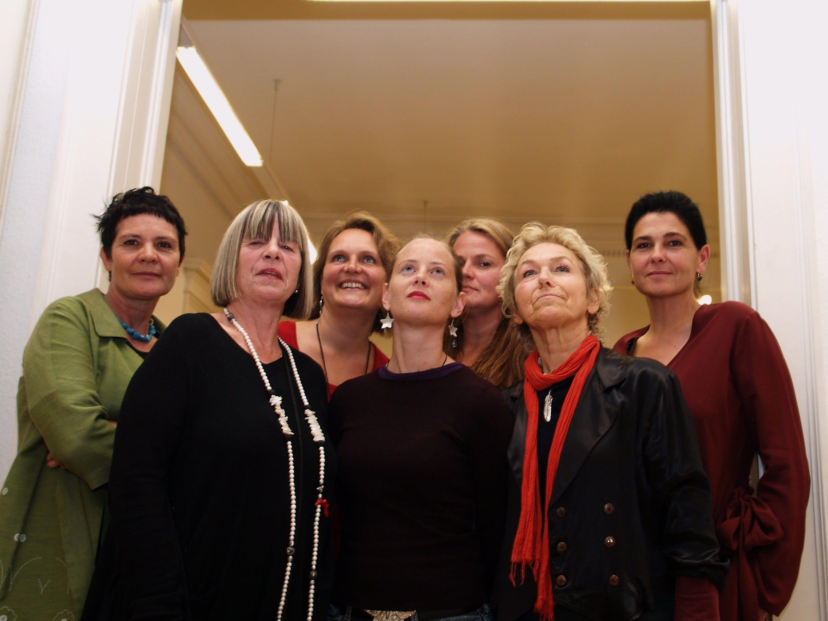 Die sieben Künstlerinnen präsentieren bis 30. Oktober 2011 ihre Arbeiten.