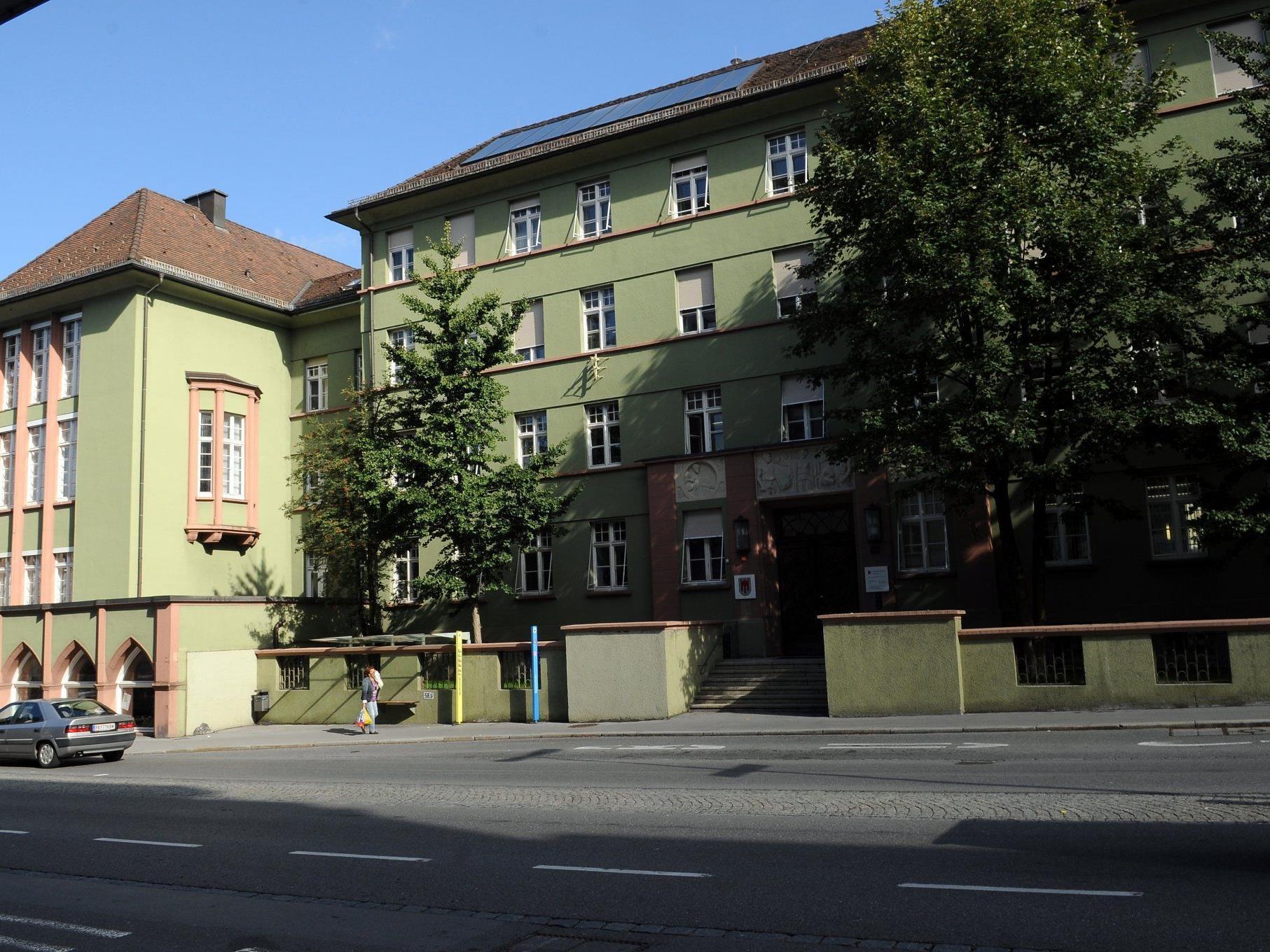 """Das """"Grüne Haus"""", Sitz des Instituts für Umwelt und Lebensmittelsicherheit"""