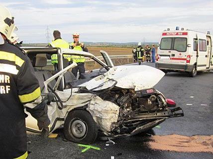 Bei dem schweren Unfall auf der LB4 wurden drei Personen verletzt