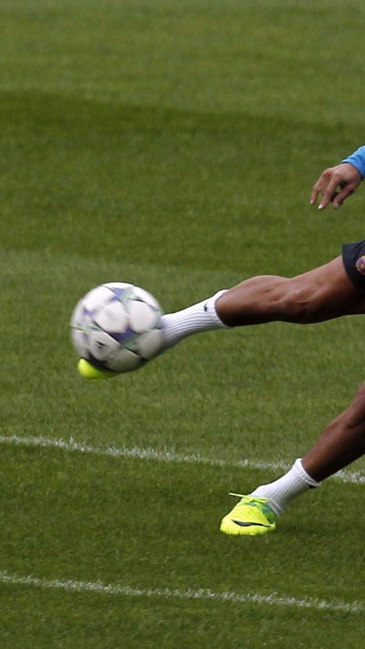 Alexis Sanchez vom FC Barcelona bereitet sich auf das Spiel vor.