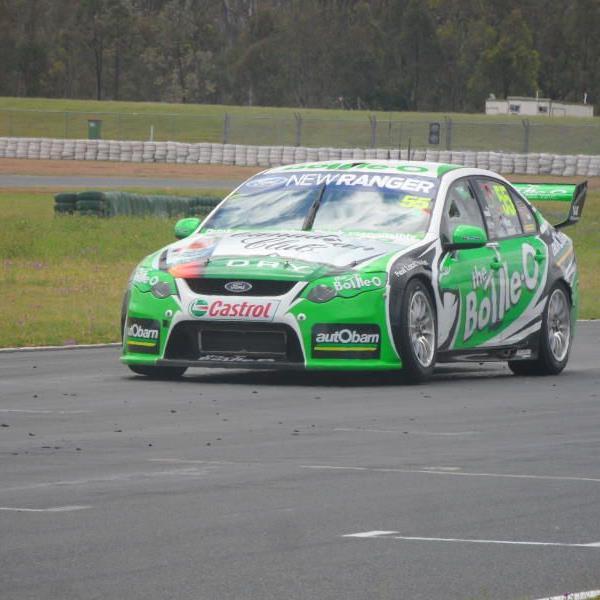 Neue Fahrerfahrung: Christian Klien mit dem V8-Supercar auf dem Queensland Raceway.