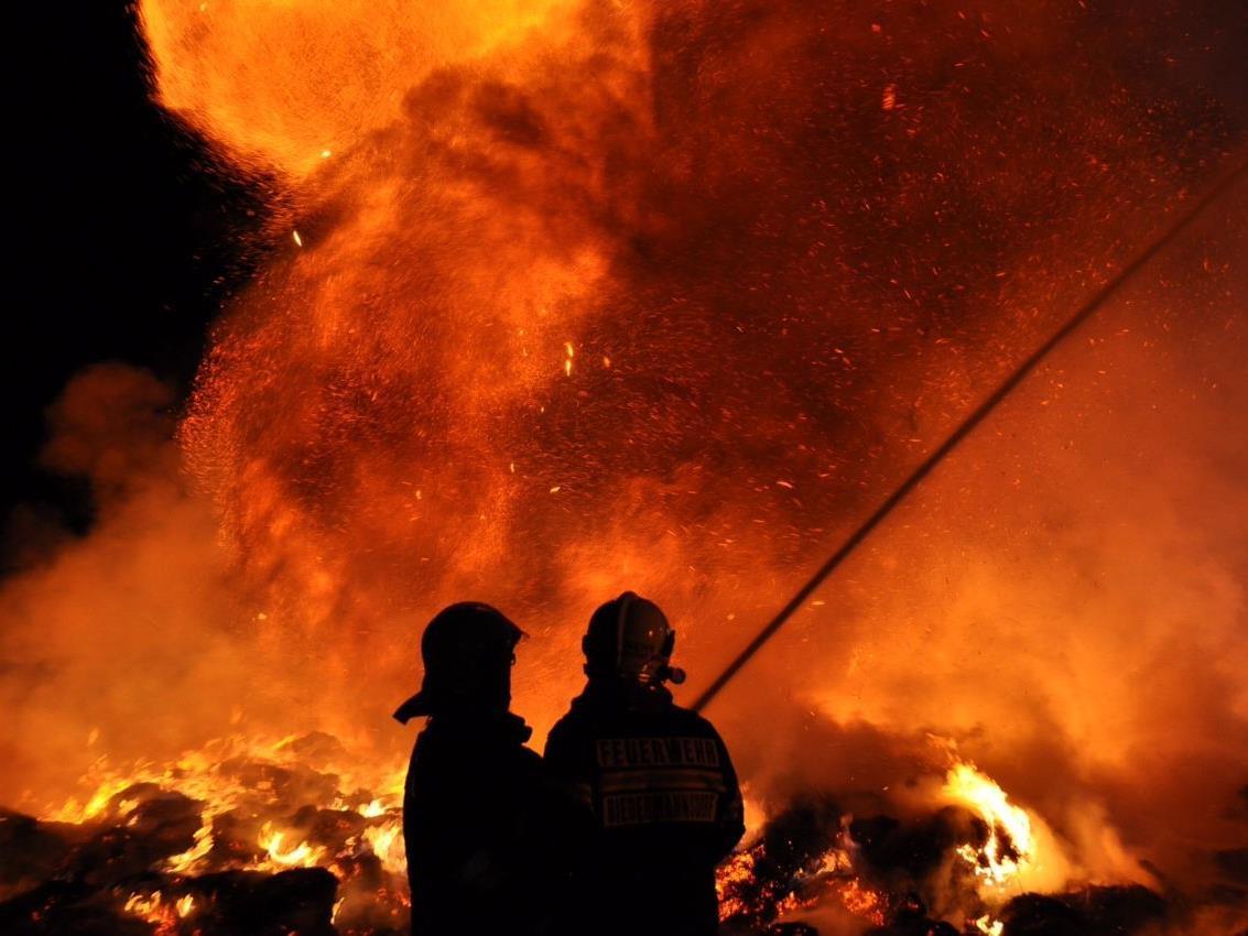 Infernoartige Züge hatte der gefährliche Strohbrand an der A2!