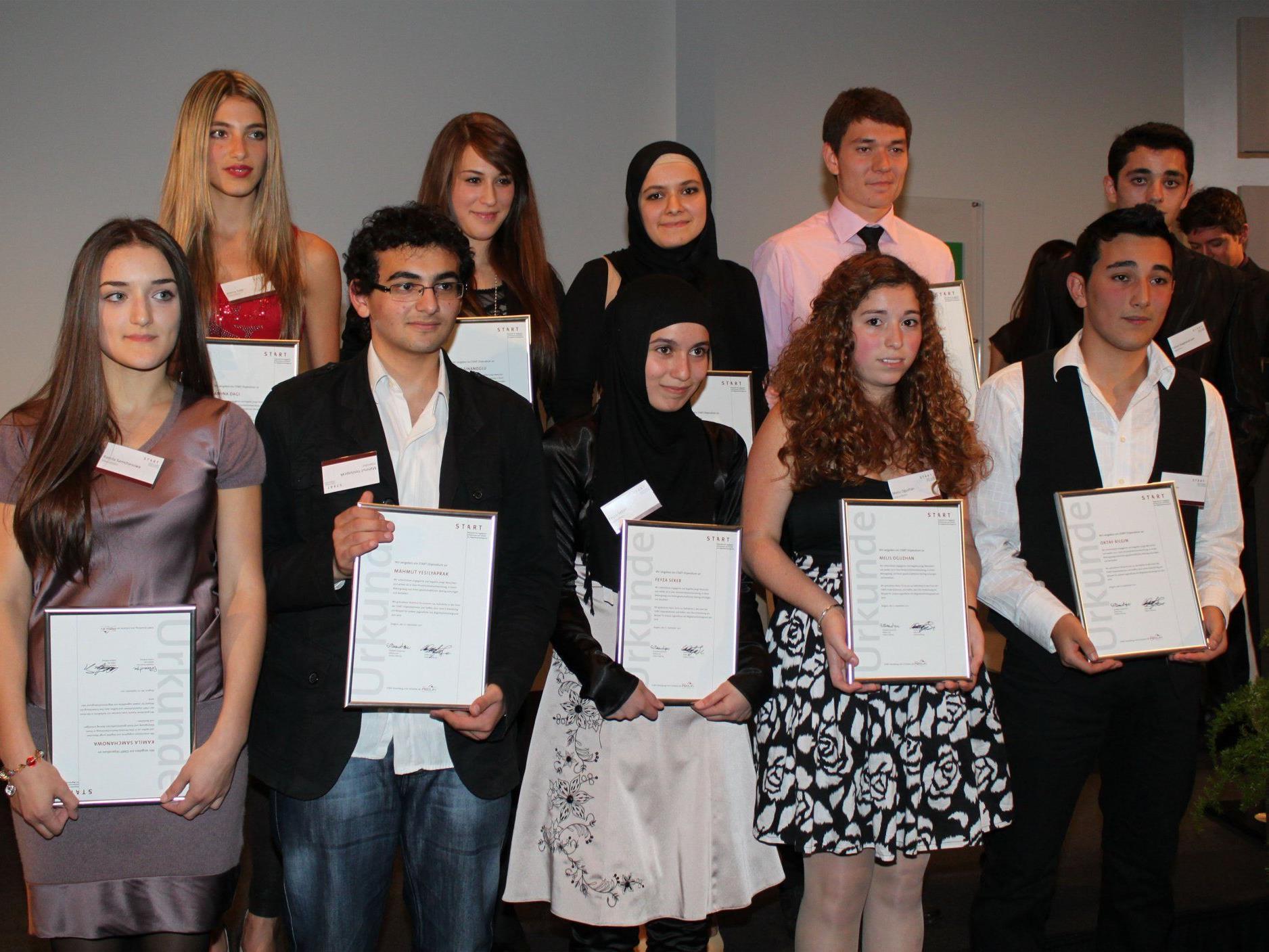Die zehn in das Stipendienprogramm aufgenommenen Jugendlichen.